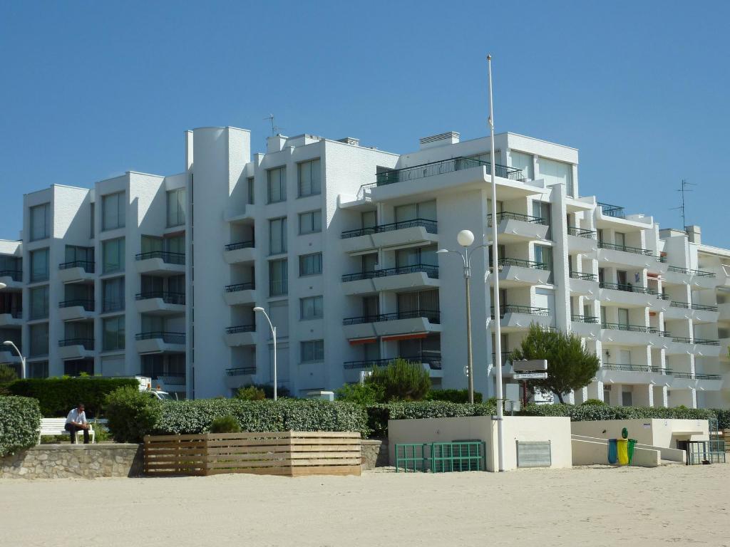 À vendre 1 pièce accès direct plage Benoit, proche des Grands Hôtels, au calme
