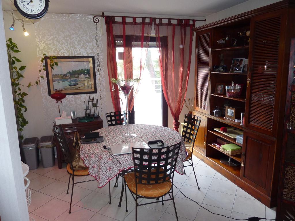 À vendre 3 pièces (ancien 4 pièces), quartier Casino et Grands Hôtels, à 200m de la mer, résidentiel,