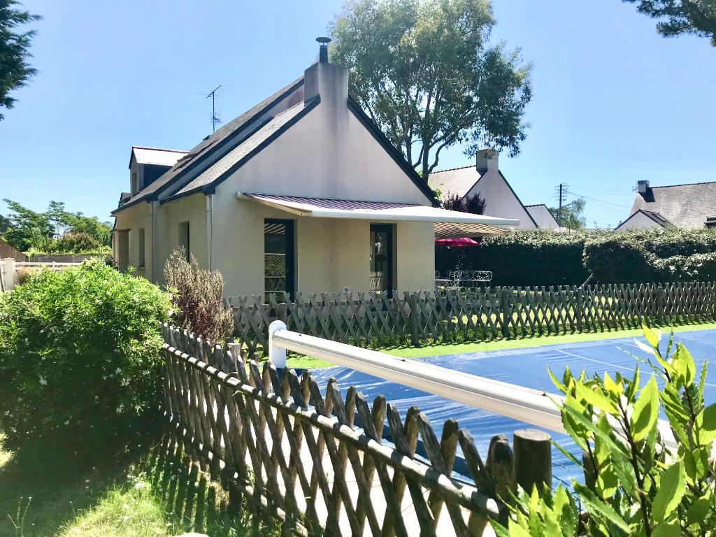 Maison d'architecte d'environ 180m2 à Careil  avec piscine