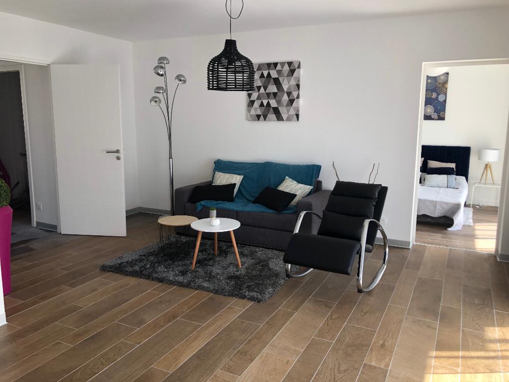 à vendre, 4 pièces plateau, en plein centre ville, entre le marché & l'Avenue de Gaulle, calme & résidentiel