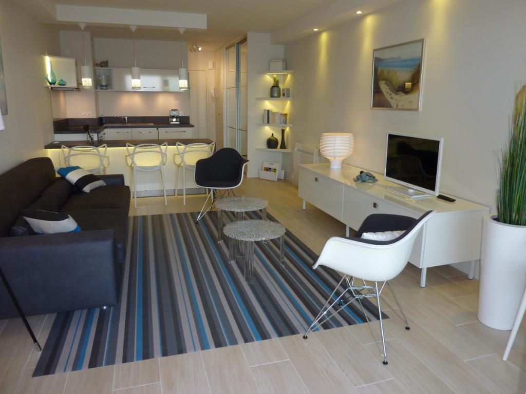 À vendre grand studio face mer, quartier Casino et Hôtel Royal