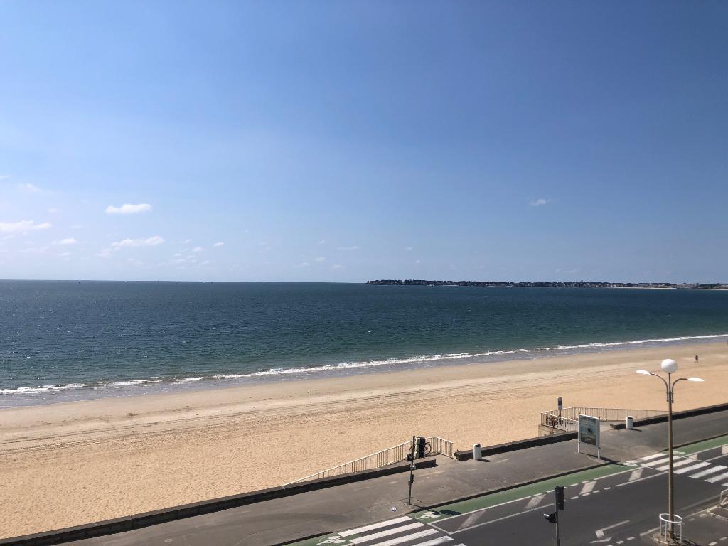 À vendre Appartement rénové face mer quartier Aquabaule, entre De Gaulle et Lajarrige