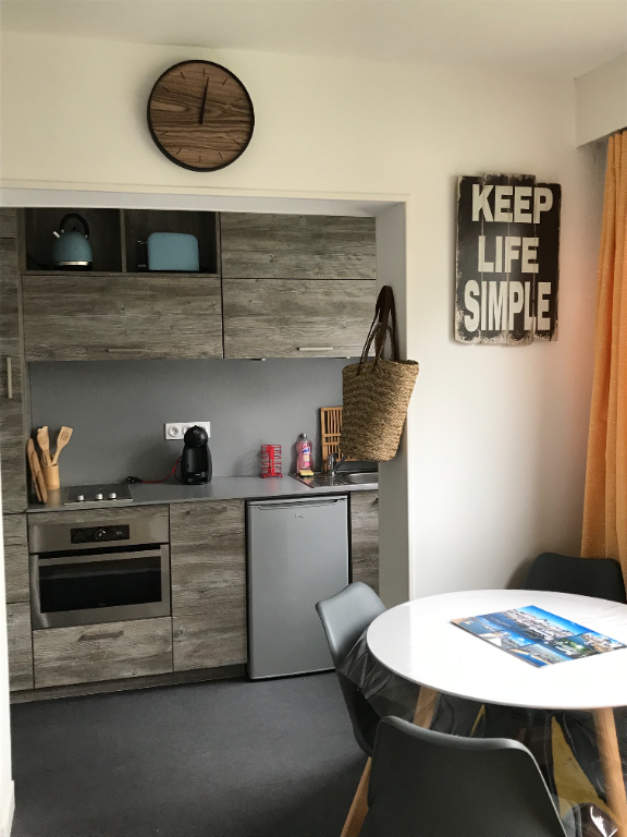 A vendre à La Baule, studio meublé entièrement rénové, à 100 m de la plage, entre De Gaulle et Lajarrige