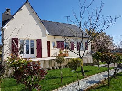 Maison Saint Berthevin 5 pièce(s) - 1 843 m²