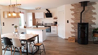 Maison Laval 5 pièce(s) 101.66 m2 - 631m²