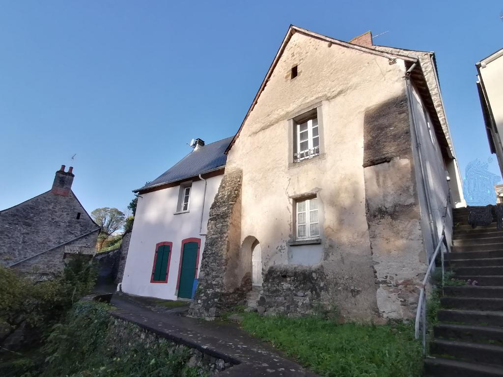 MONTSURS Maison en pierre