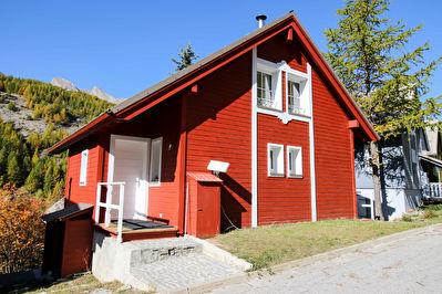 Chalet Norvégien individuel 90 m² entièrement rénové avec terrasse, vue dégagée et jardin