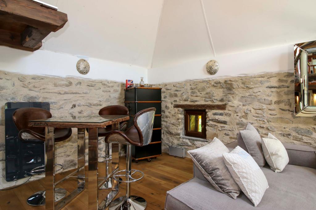 Splendide Ferme Restaurée 270 m² à 5 minutes des pistes de skis du Val d'Allos