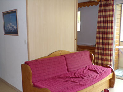 T2 34 m² avec balcon dans résidence avec piscine