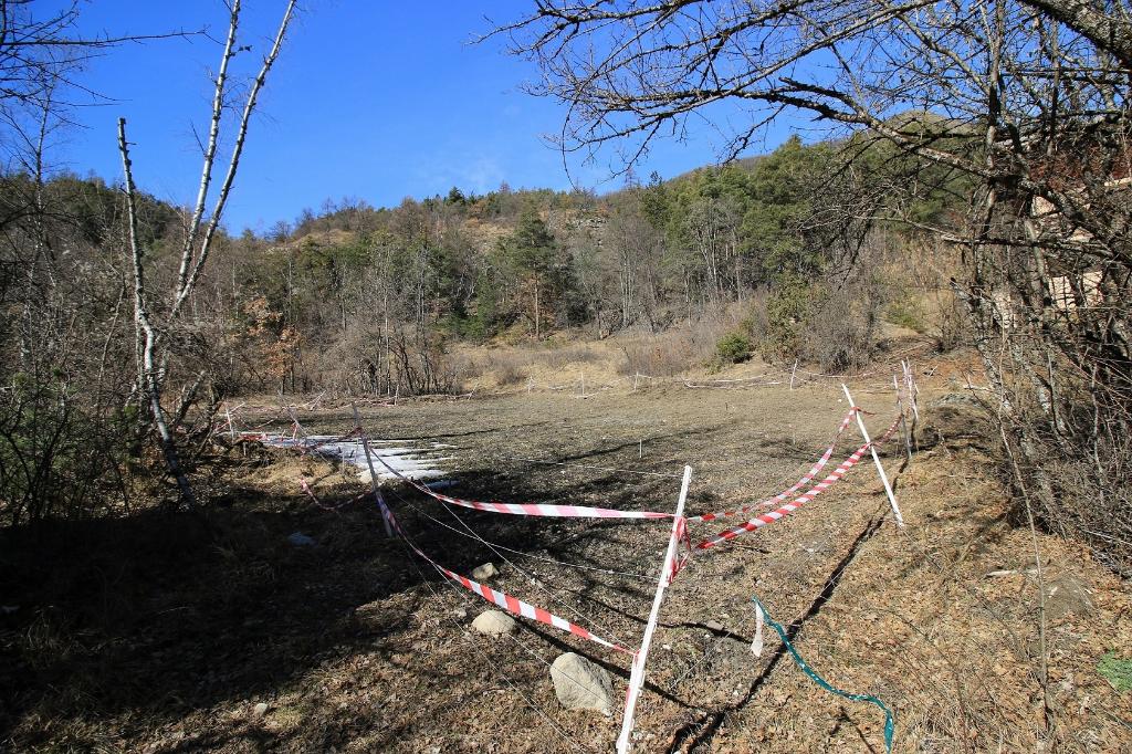 Terrain 4600 m² plein Sud et  très facile d'accès à Beauvezer