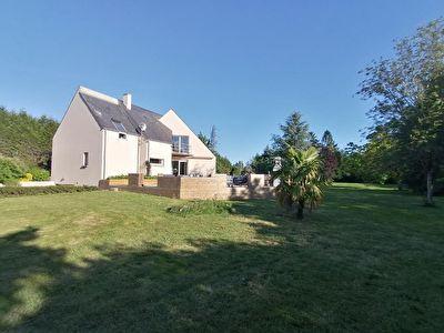 Très belle maison d'architecte sur propriété de 4 000 m² env.