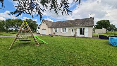 Maison Saint Ouen Des Toits 8 pièce(s) 111 m2 sur 1 927 m² de Terrain