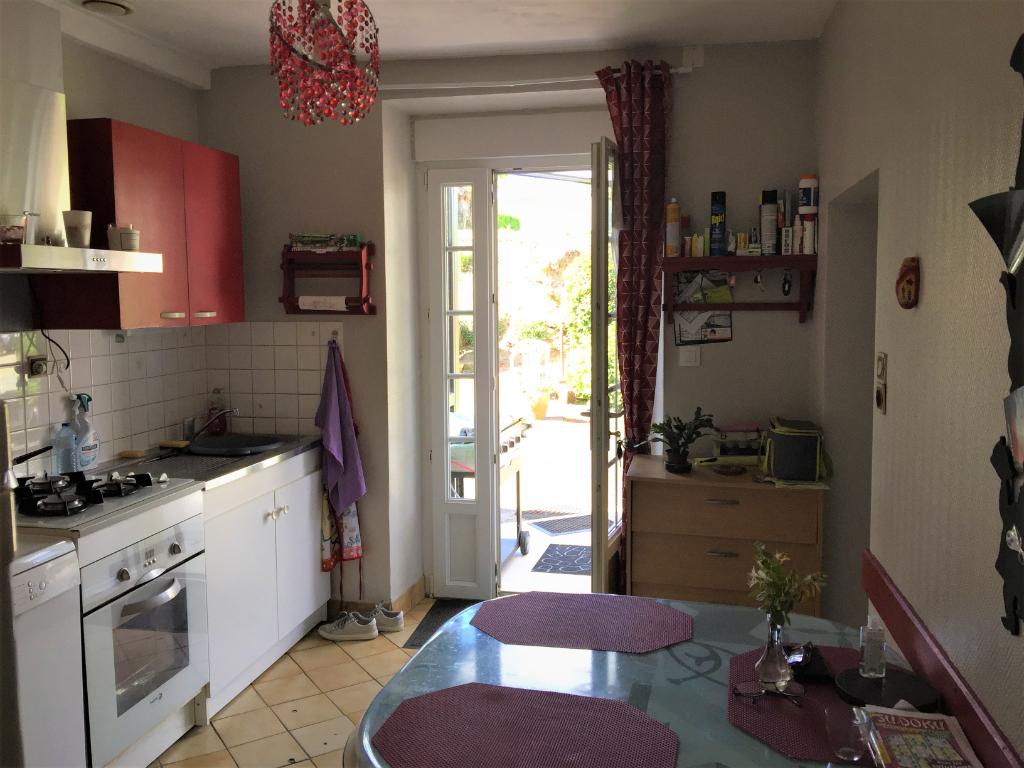 Maison en pierre, 4 pièce(s) 90 m2, commune de Bais