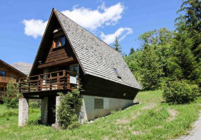 Adorable Chalet 4 pièces en bois massif avec garage proche du centre d'Allos