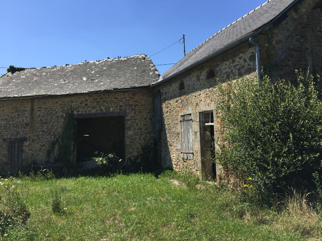 ALPES MANCELLES  Maison en pierres à réhabiliter Saint Aubin Du Desert