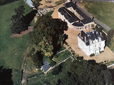 Chateau Conflans Sur Anille 14 pièce(s) et ses dépendances