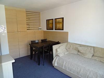 T2 34 m² avec balcon dans résidence standing avec piscine intérieure