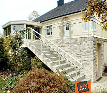 Maison  6 pièce(s) 105 m2 sur parcelle de 3000 m2 environ