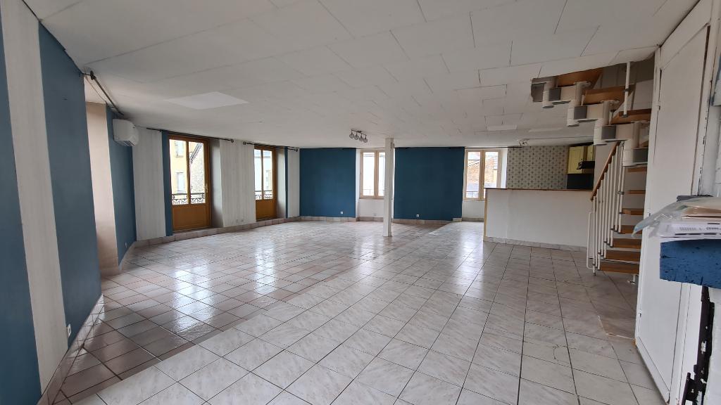 MAISON DE VILLAGE EN PIERRE AVEC COMMERCE AU RDC