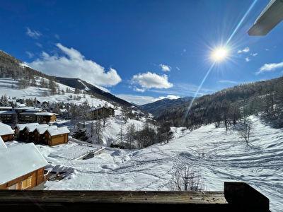 Charmant Studio avec balcon Plein Sud et Magnifique Vue Montagne au pied du télésiège et sentiers de randonnée