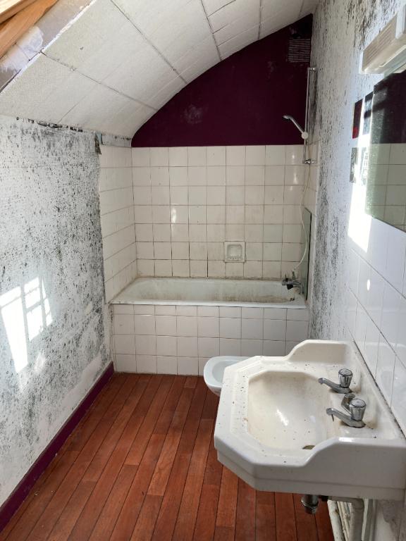 Grande Maison à rénover 8 pièces 6 chambres - Potentiel important - Bais 53
