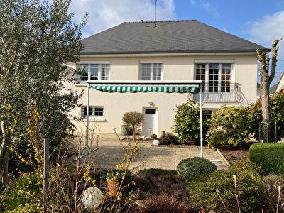 Maison Laval 3 chambre, 90 m2, proche centre ville, quartier calme et recherché.