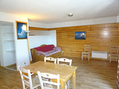 Vaste T3/4 70 m² avec terrasse dans résidence avec piscine