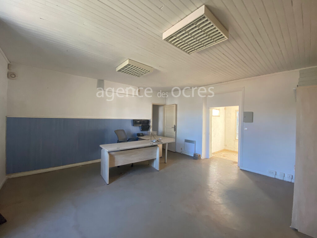 Apt building 200sqm with large parking