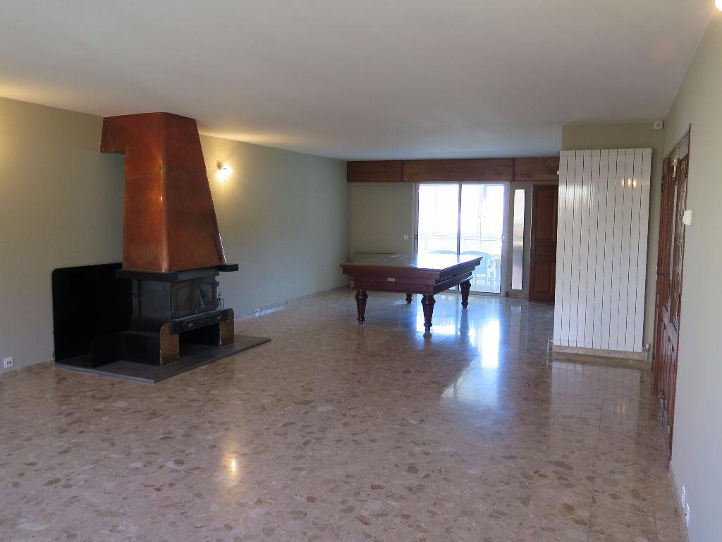 Maison Apt 10 pièce(s) 282 m²
