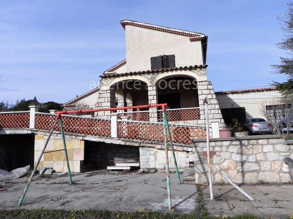 Grande villa proche du centre de Saint Saturnin Les Apt 7 pièces 204m2 avec atelier et terrain