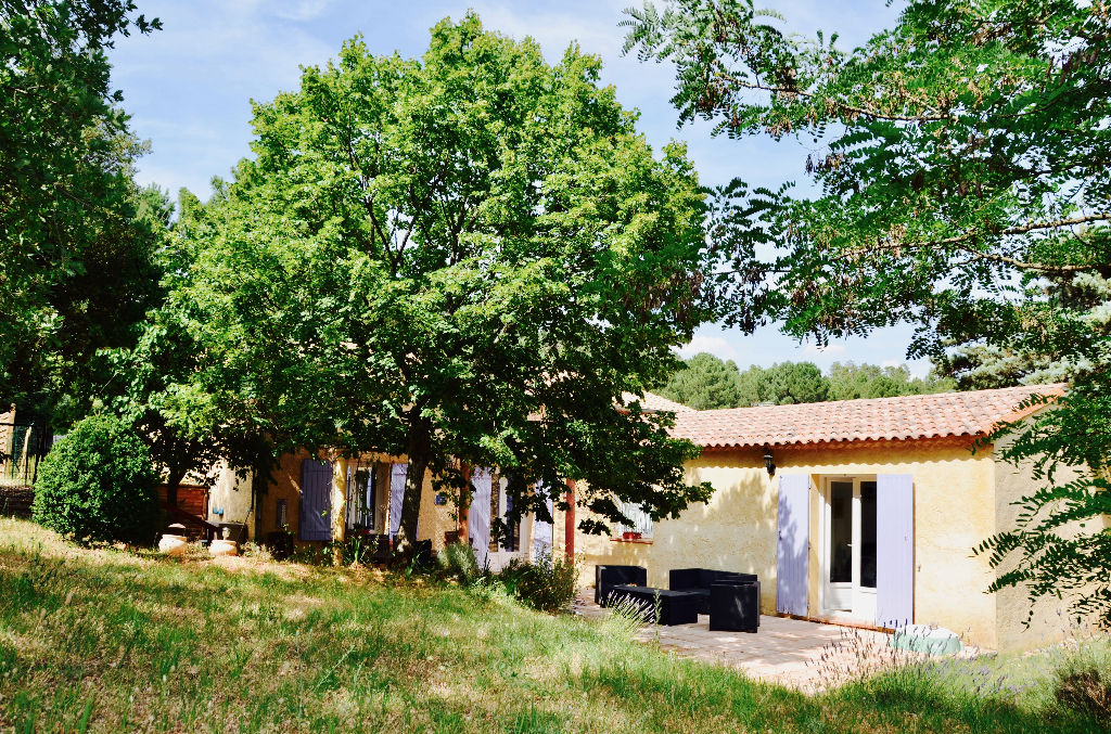 Pretty villa of even foot near the village of Roussillon