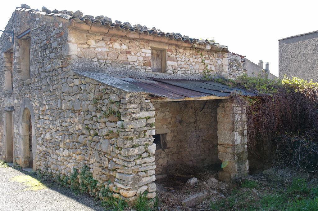 Remise dans la commune de Rustrel - Centre village