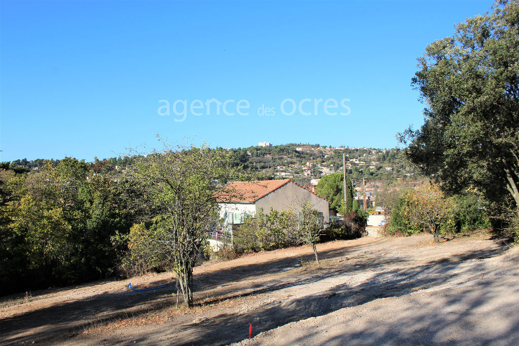 Land 717m ² provided with mains services, calm, close center Apt