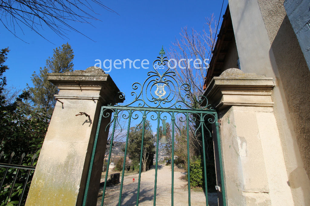 Provencal Bastide of 160m² - 6 bedrooms - 2400m² of land