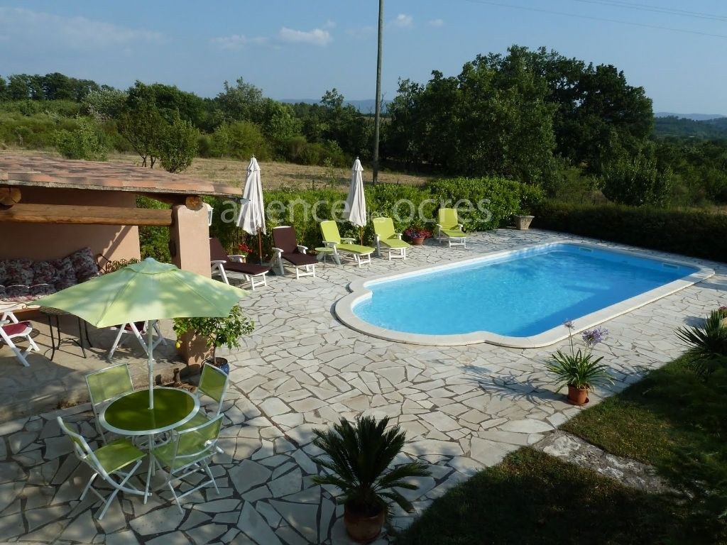 House of 215m ² habitable with swimming pool.