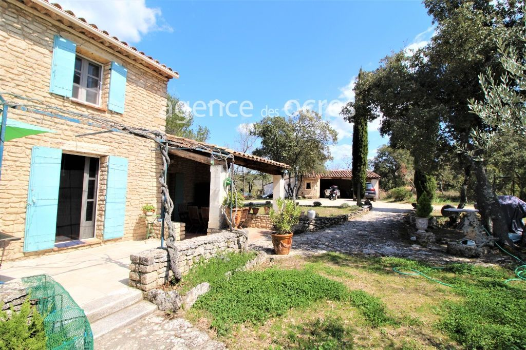 Stone house with 1.17 hectares of land