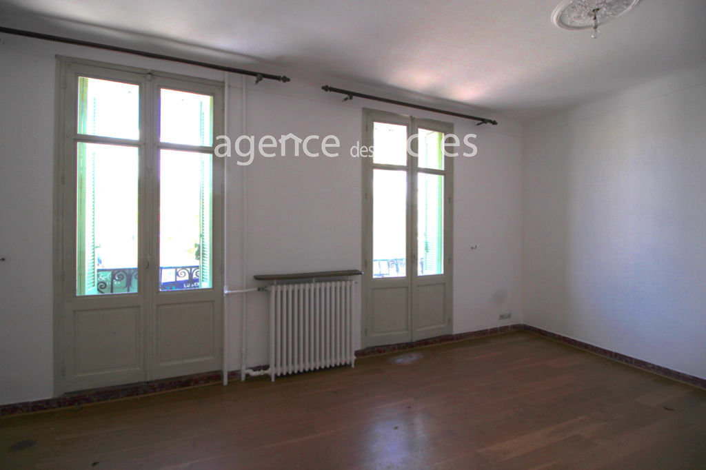 4 bedroom townhouse with garden and terrace under a trellis