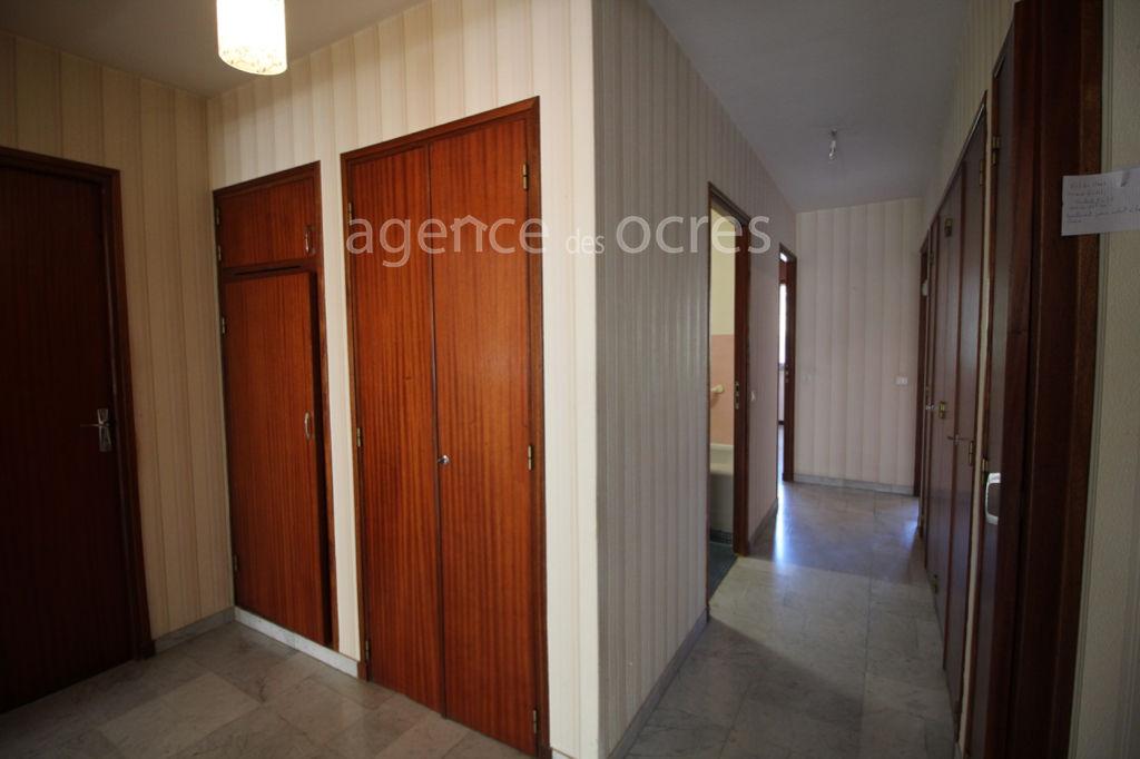 Appartement centre ville d'Apt avec stationnement et ascenseur.