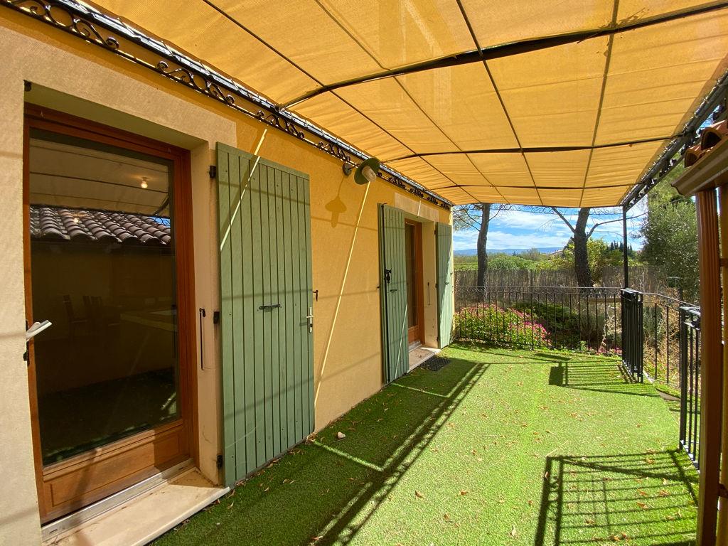 Maison récente Roussillon avec jardin.