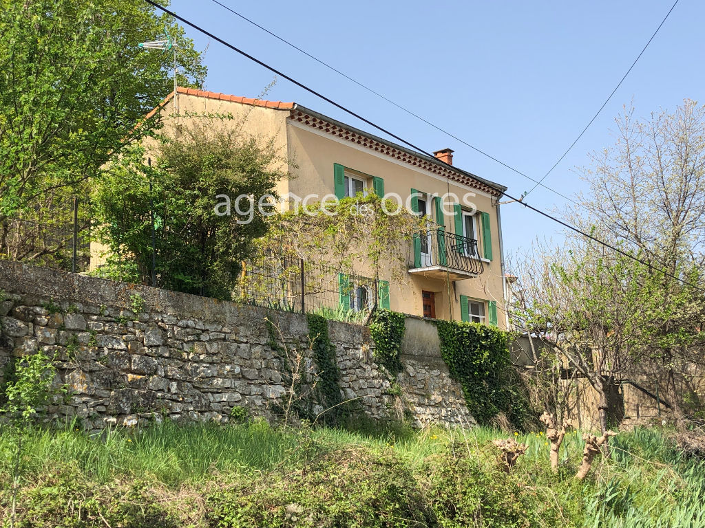 House APT 90m ² with double garage and garden.