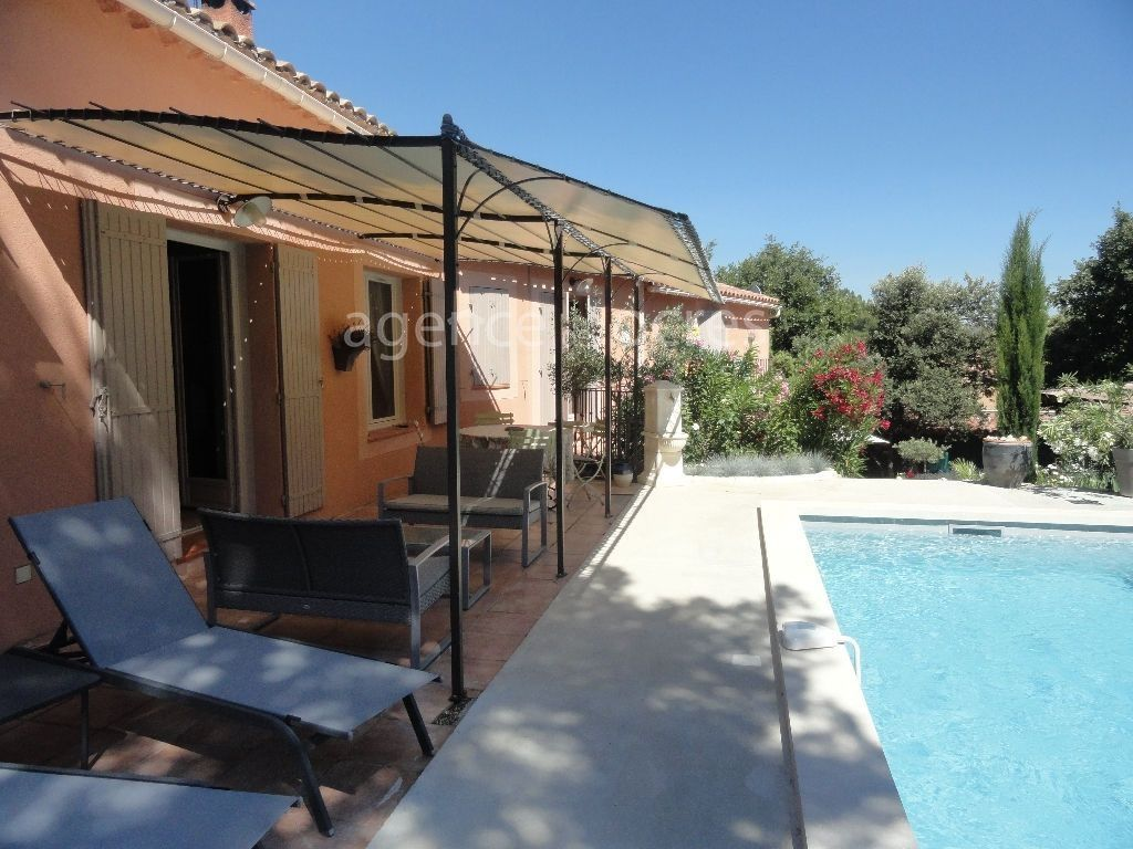 Qualitative and comfortable house in the heart of Roussillon