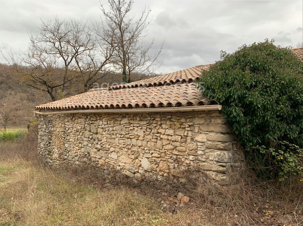 Old Mas 200m² and outbuildings on 1.4 hectares of land