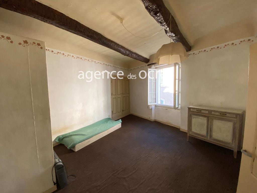 Apartment building 151 m2