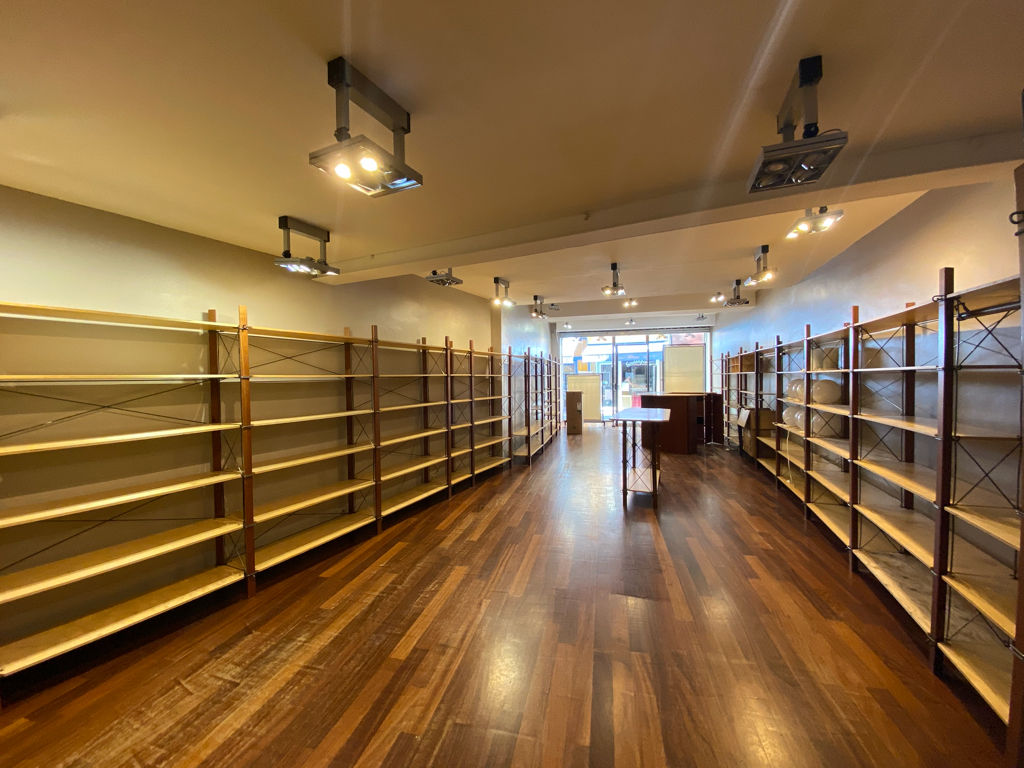 Commercial space Apt 183m² with fitted cellars