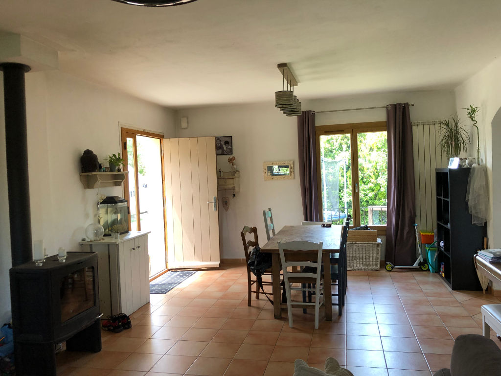 Villa near town center with garden and independent apartment
