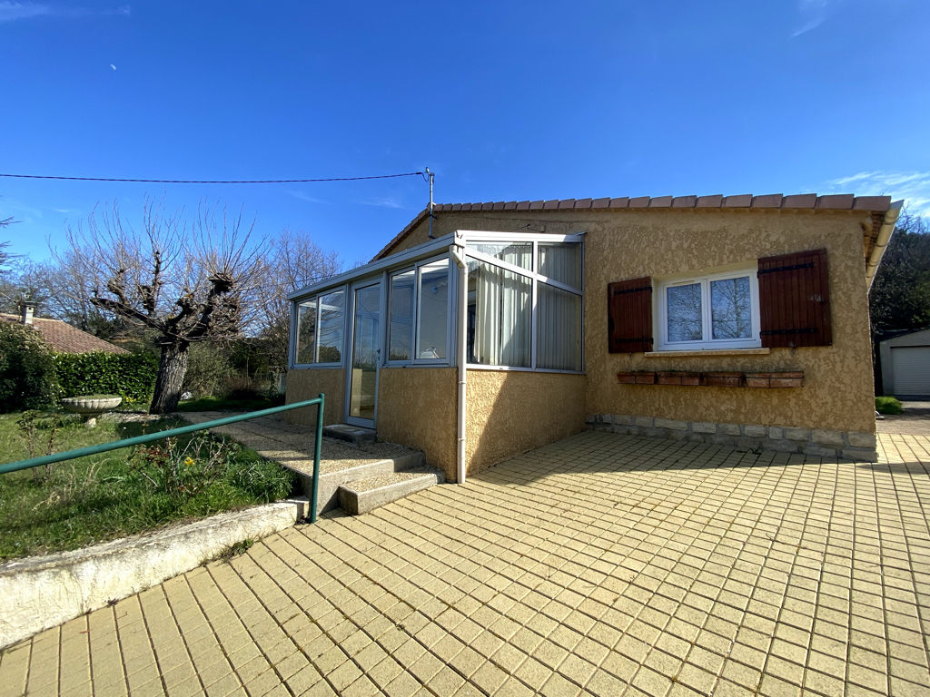 Single storey house 67m² in Céreste