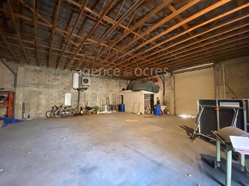 Large house of 240m² warehouse of 200m² Vedene