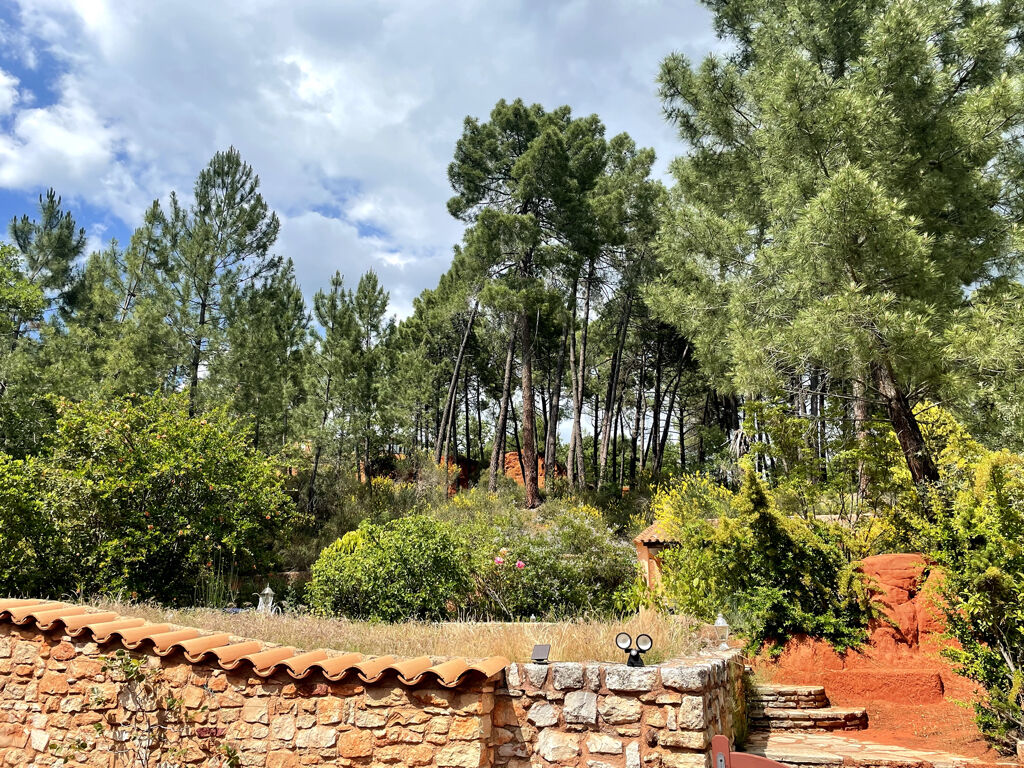 Roussillon house at the foot of the Ocres