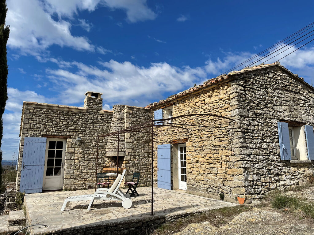 Stone house in the town of Viens