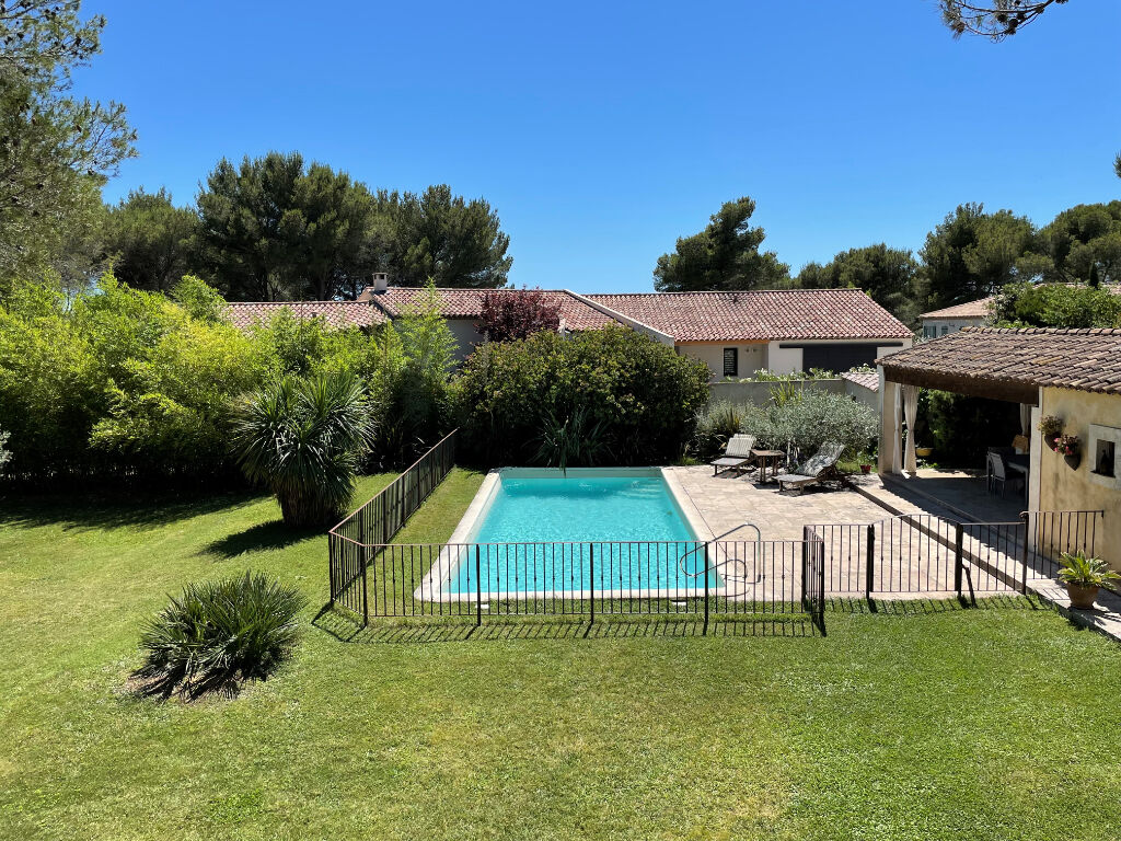 House with swimming pool and outbuildings